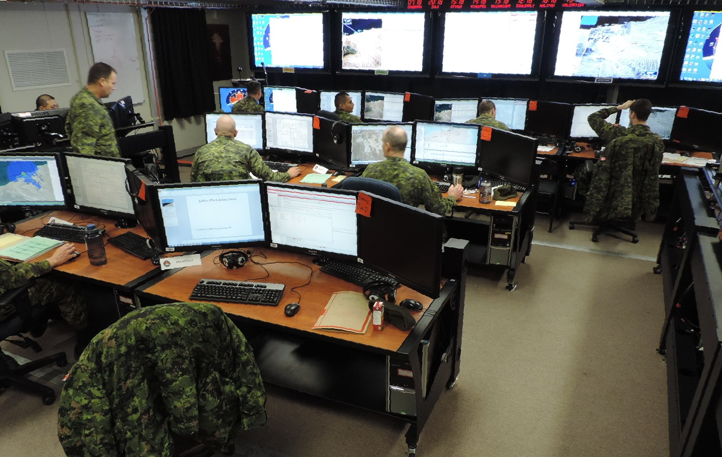 Operators from the Canadian Army's 21 Electronic Warfare (EW) Regiment simulating offensive EW operations against virtual forces during the JNEX-1 experiments.